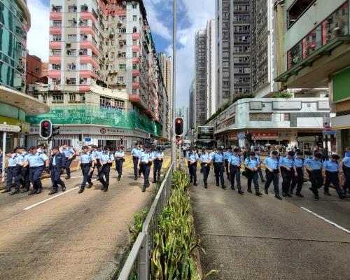 【荃葵青遊行】沙咀道封路 大批警員出動搜索彈頭