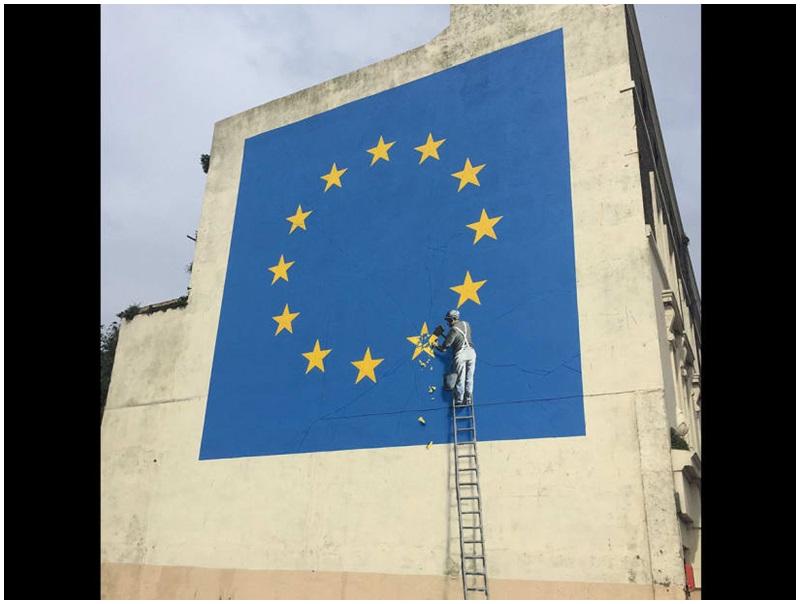 塗鴉藝術家班克西的歐盟旗幟星星的脫歐壁畫。網圖