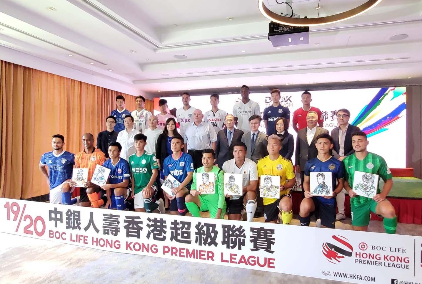 溫達倫(第二排左五)今午出席港超新季發布會,他指港足九月十日在主場對伊朗的世盃外賽事將如期上演。郭晉朗攝