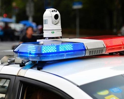 兩毒販駕車衝障拒捕  廣西警方鳴槍示警無效開槍制服