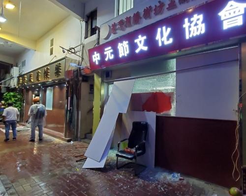 【荃葵青遊行】二?#36335;?#21830;鋪遭破壞傳明日將有襲擊行動 警:會進行持續風險評估