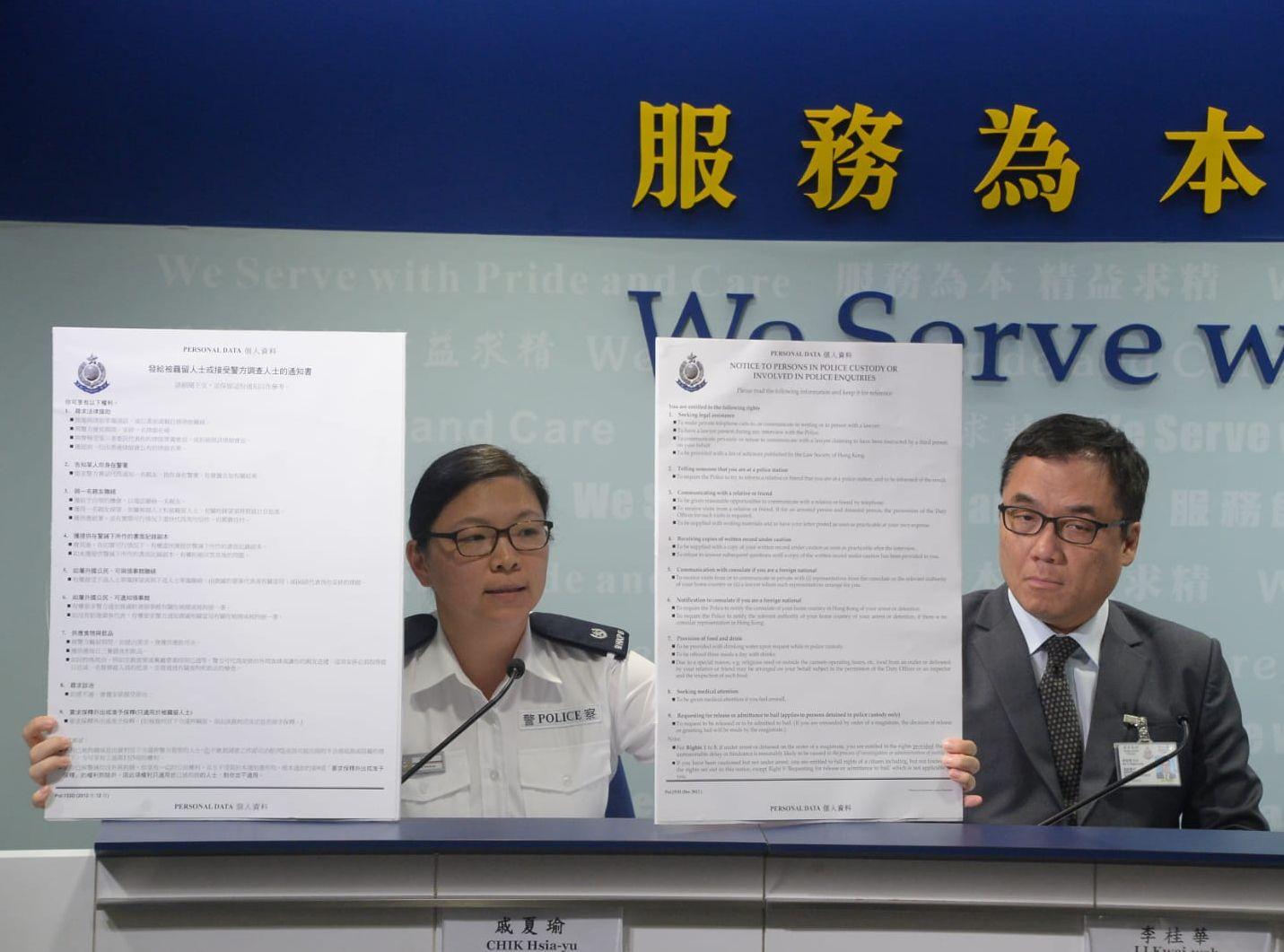戚夏瑜(左)指,若女事主感受屈可作出投訴。