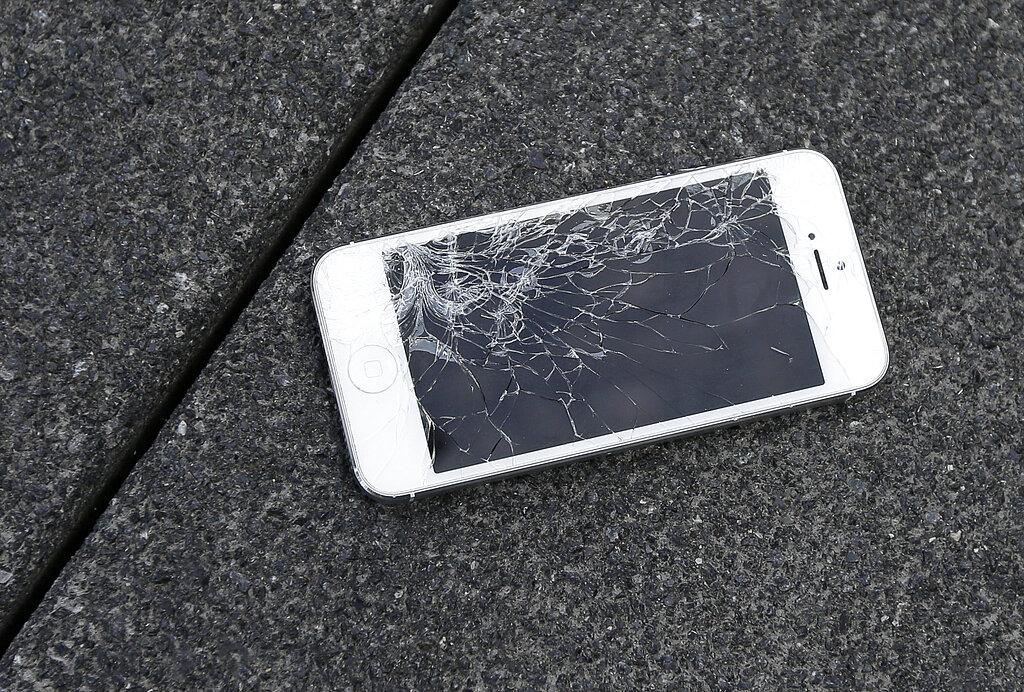 蘋果公司過去許多年都獨霸維修服務。 AP