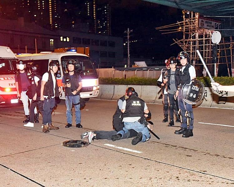 警方在當日的行動中拘捕多人。資料圖片