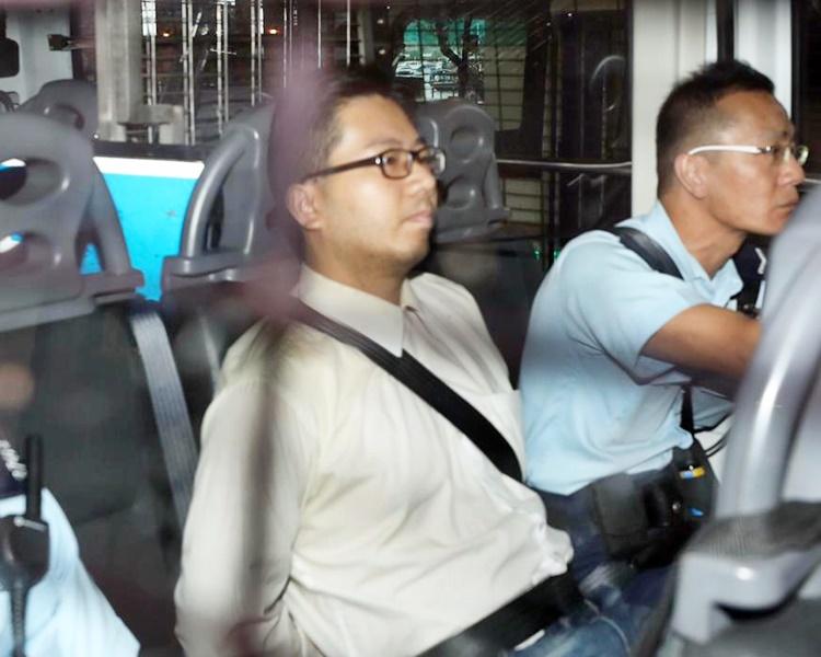 邱文勁以現金10000元保釋候訊,不得離開香港,遵守宵禁令和每周3次到警署報到。