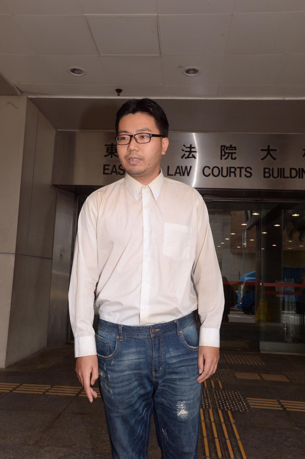 31歲被告邱文勁需每周3次到警署報到。