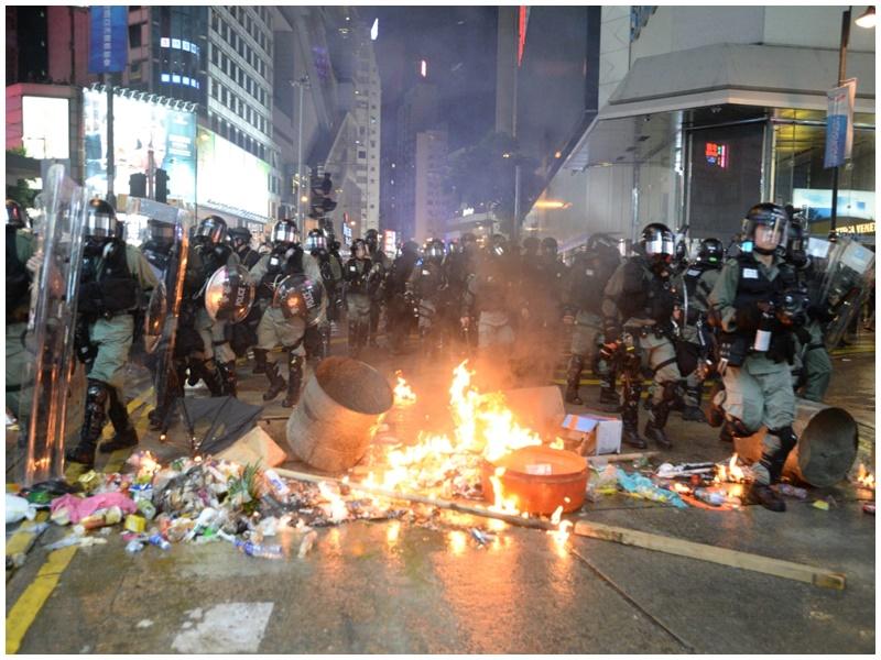 銅鑼灣崇光外爆衝突。