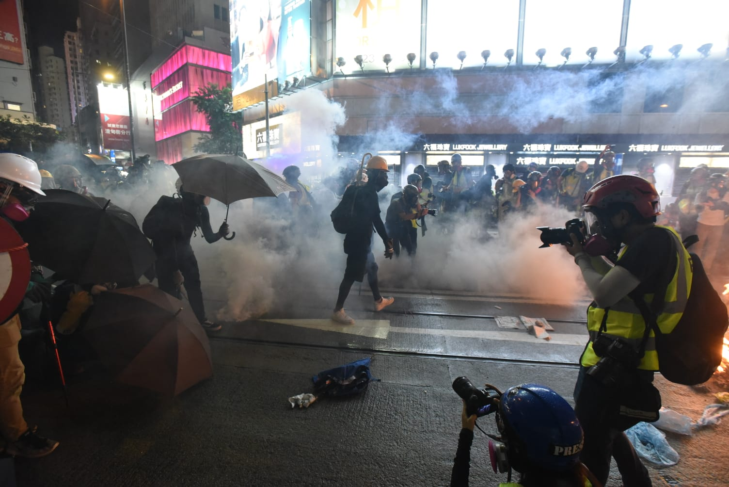 銅鑼灣崇光爆發衝突。