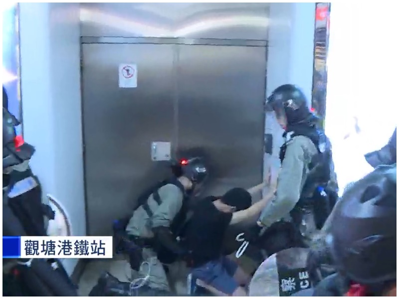 至少一人被制服。NowTV截圖