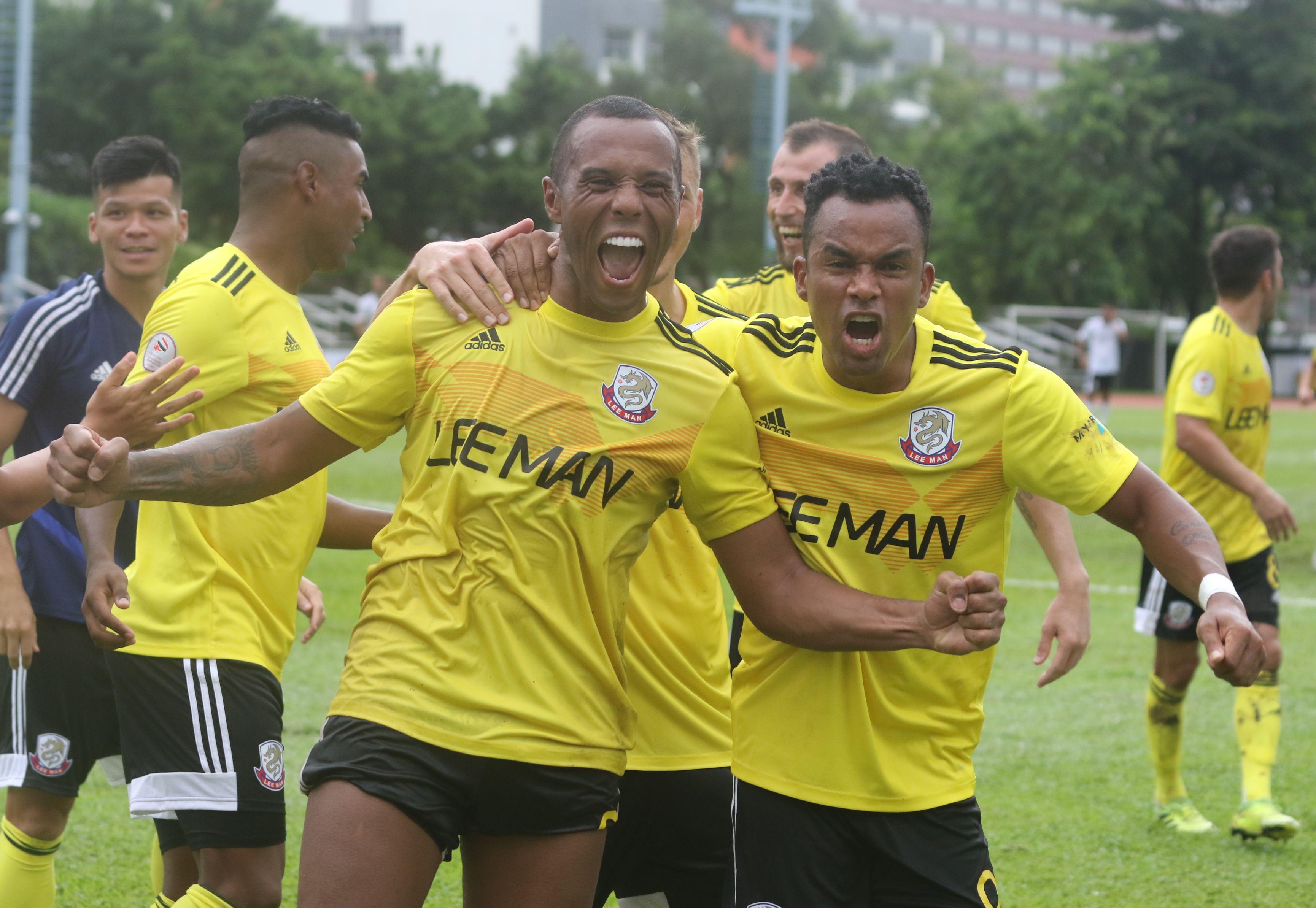 尼迪利(左)連中三元,入球後高呼慶祝。王嘉豪攝