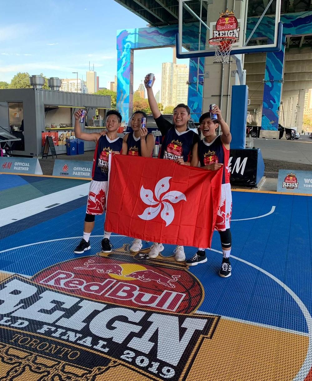 本地籃球名將(左起)李祉均、王家怡、陳偉萍和卓婷於Red Bull Reign三人籃球全球總決賽奪亞。相片由公關提供