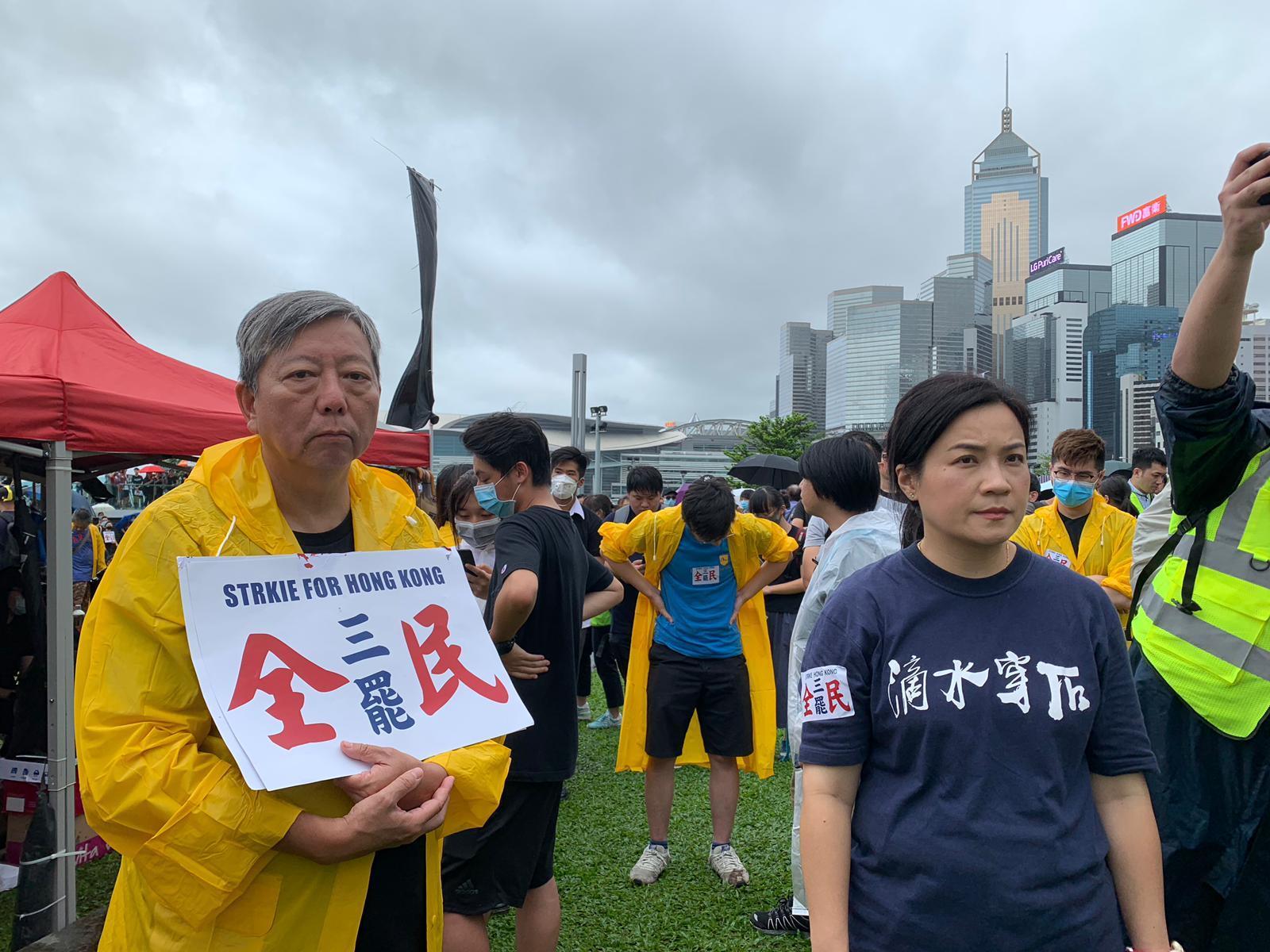 李卓人(左)亦有到場。
