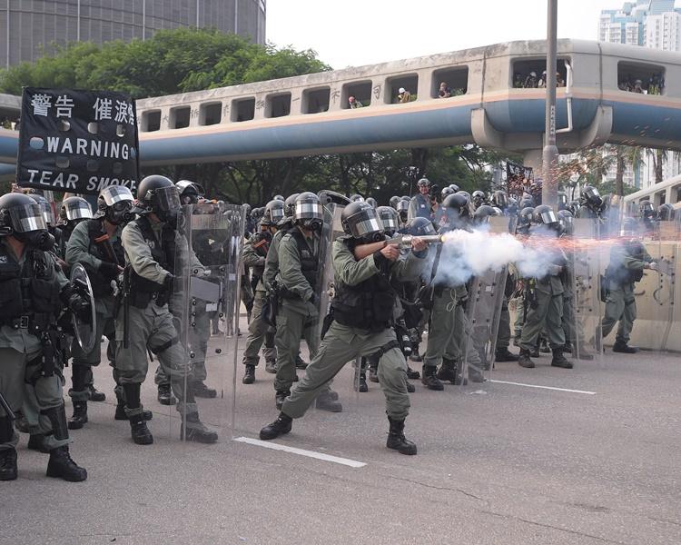 觀塘遊行演變成大規模衝突多名人士被捕。