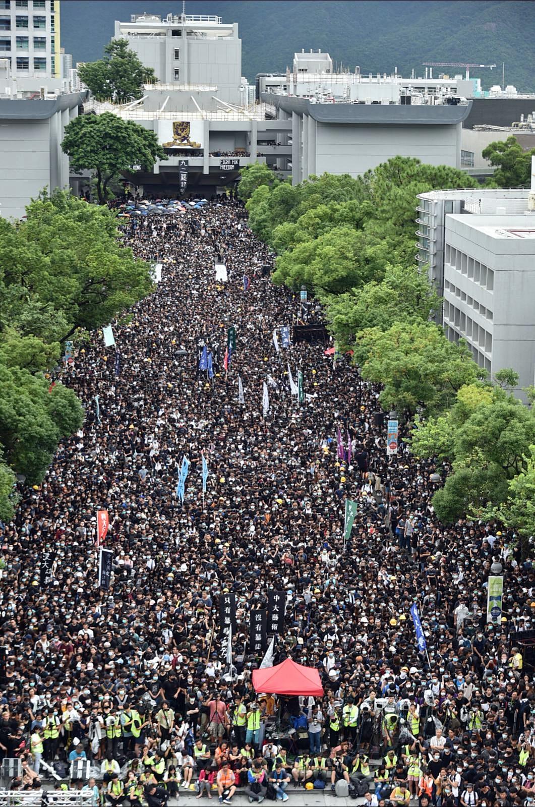 參與集會學生塞滿百萬大道。