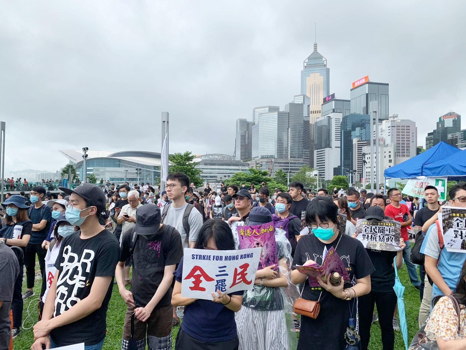職工盟主席吳敏兒估計,超過4萬人出席。