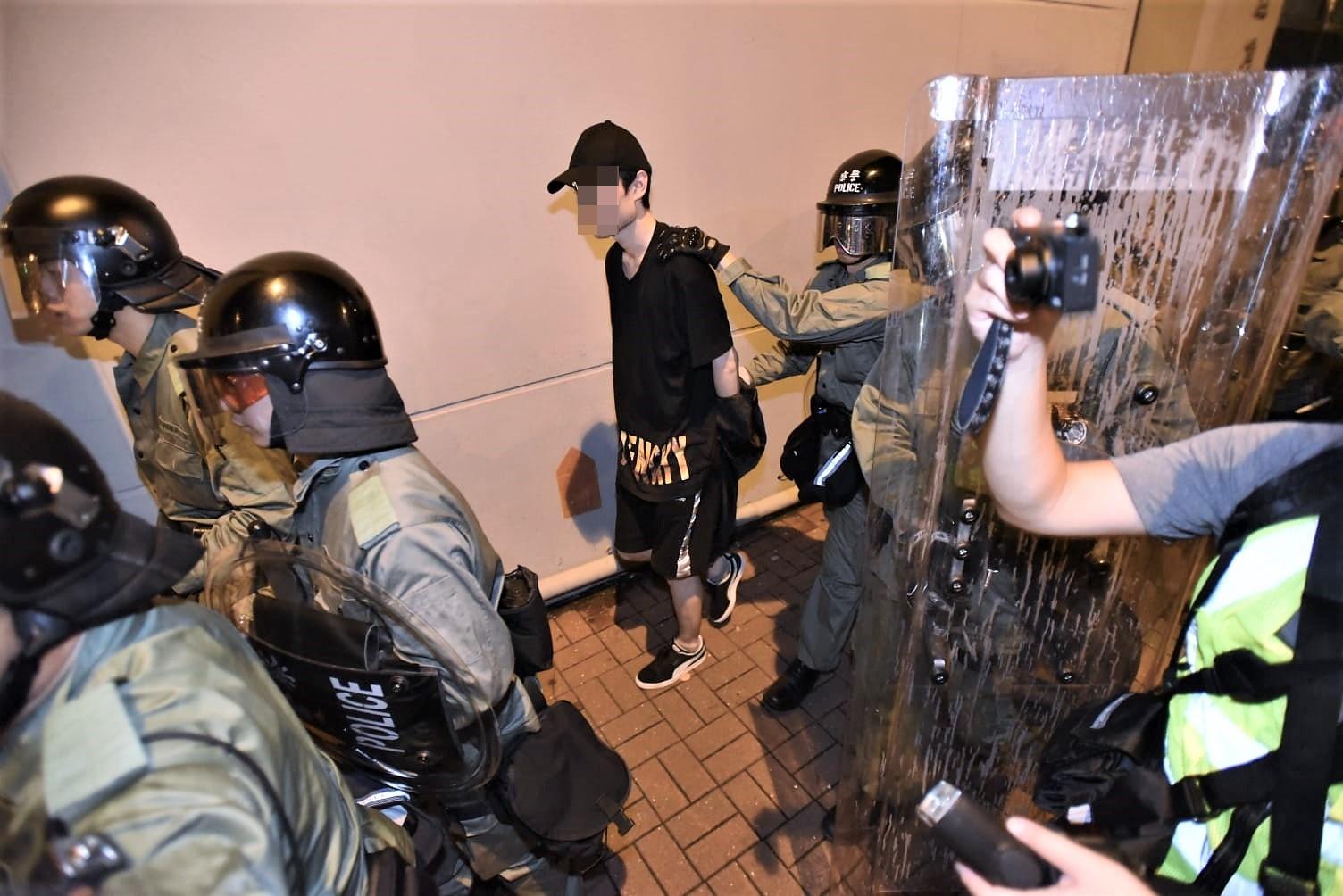 【逃犯條例】防暴警旺角警署外施放催淚彈 拘至少11人