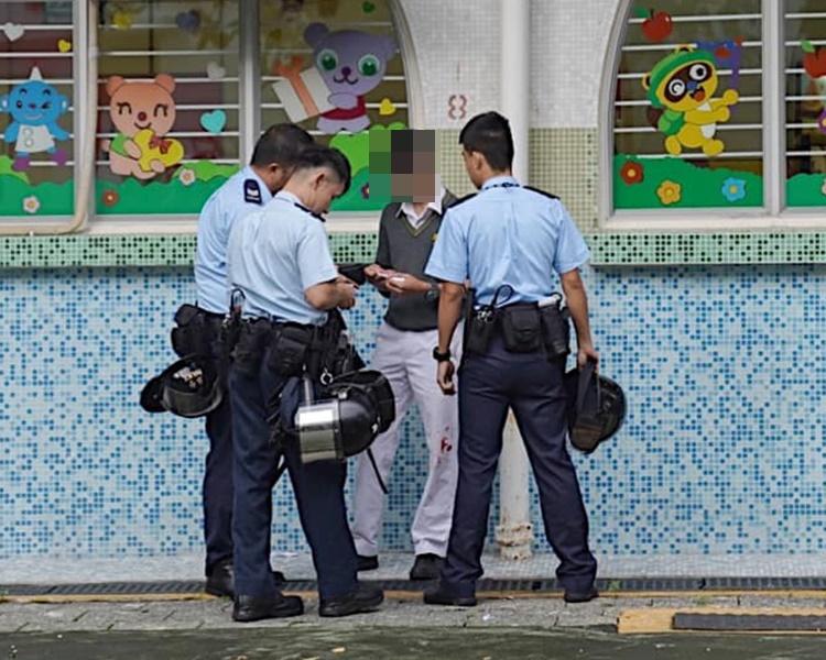 有學生被查身份證。Cheapgagism Choy圖片