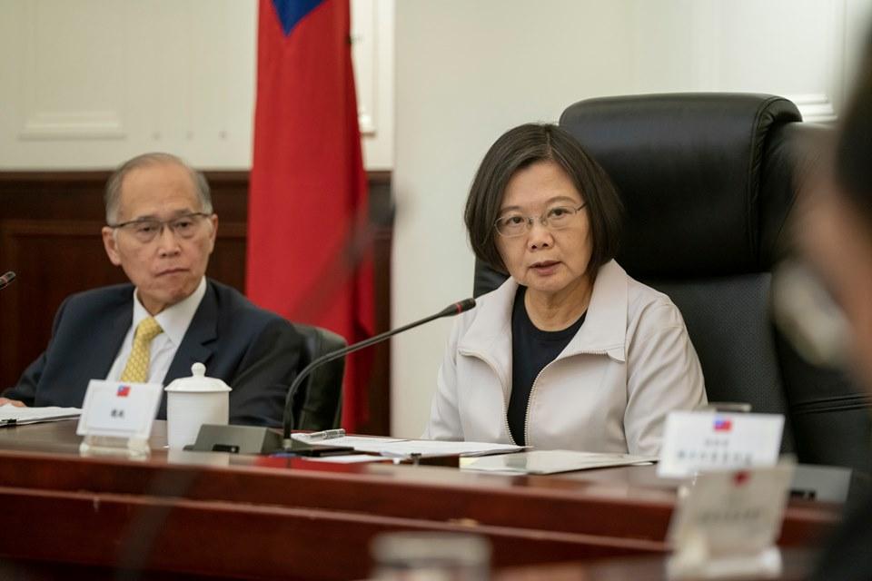 蔡英文昨日聽取台灣國安會「香港情勢發展專案小組」報告。Facebook圖片
