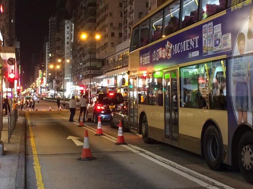 有人一度在彌敦道設路障。網民圖片