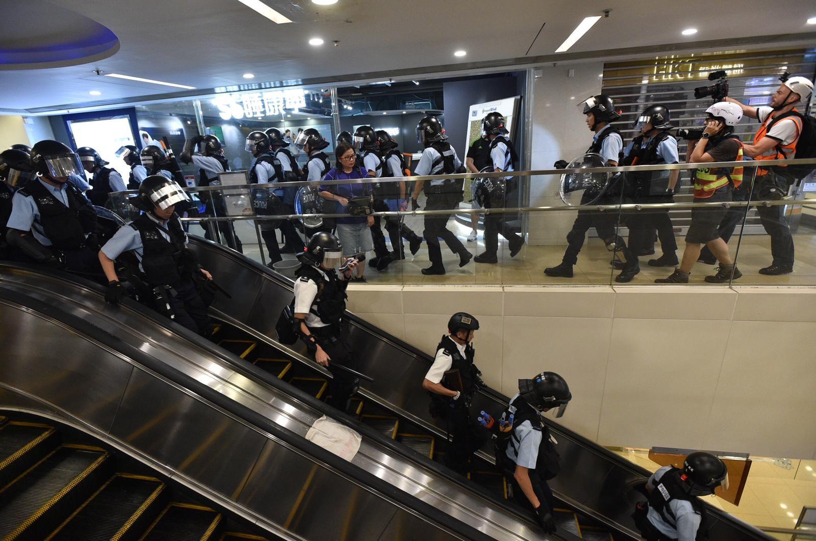 防暴警曾走進黃大仙中心內追捕示威者。