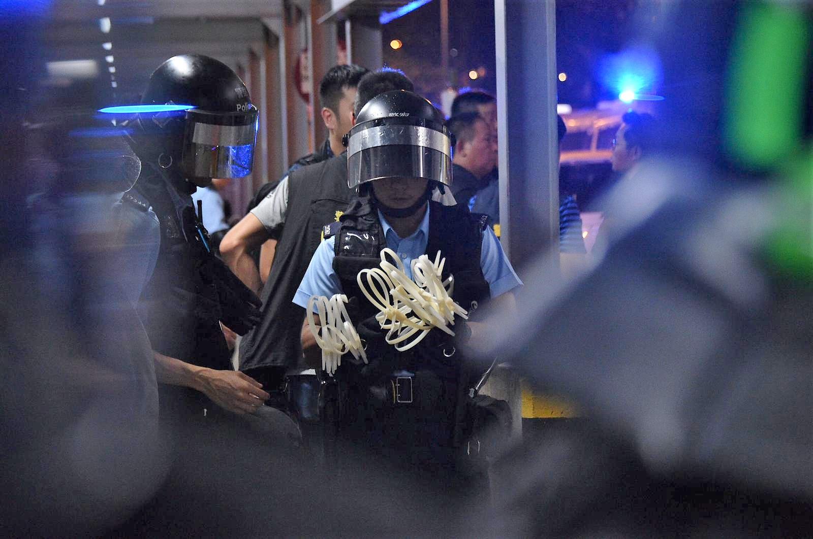 巴士上多人被捕。