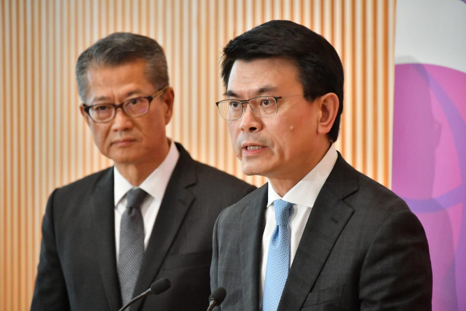 邱騰華表示,旅遊業和零售業受到本地事件影響首當其衝