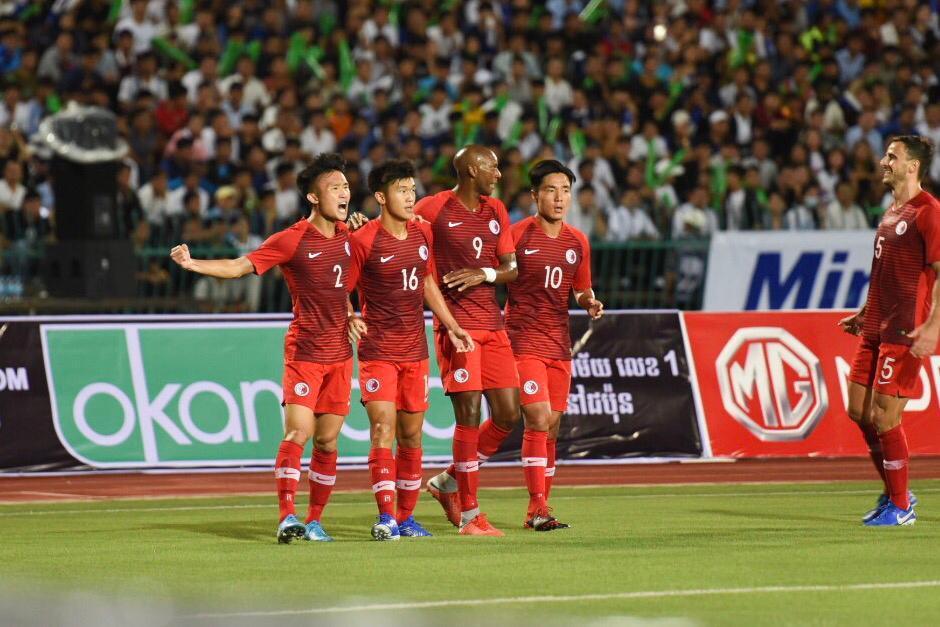 陳俊樂(左二)上半場為港隊射入一球。相片由足總提供