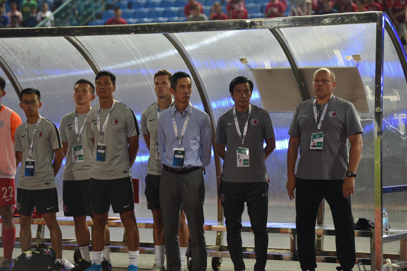 港隊主帥麥柏倫(右一)仍未取得上任後首勝。相片由足總提供
