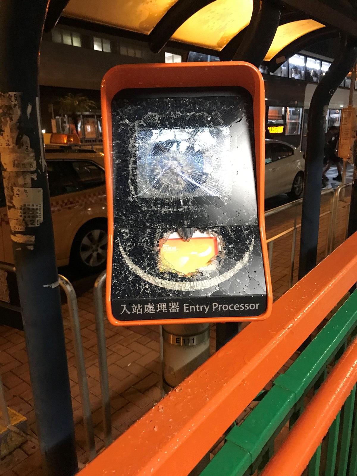 車站設施遭破壞。