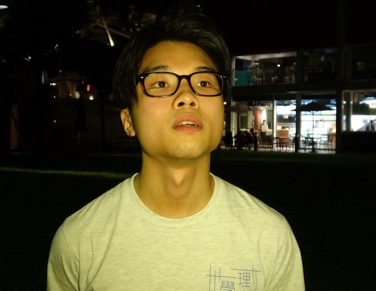 胡國泓晚上在校園內遇襲。