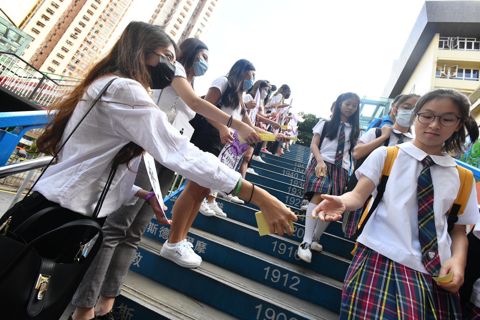 聖保祿學校學生築人鏈。