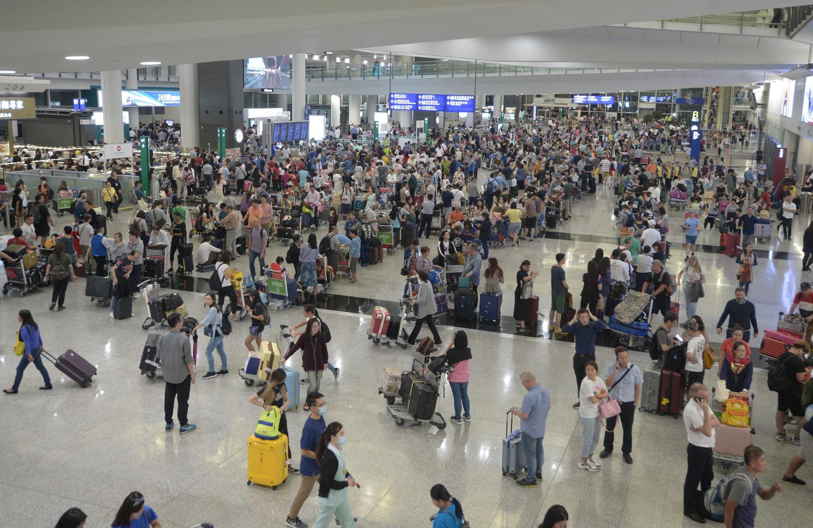 明日再有網民發起癱瘓機場。資料圖片