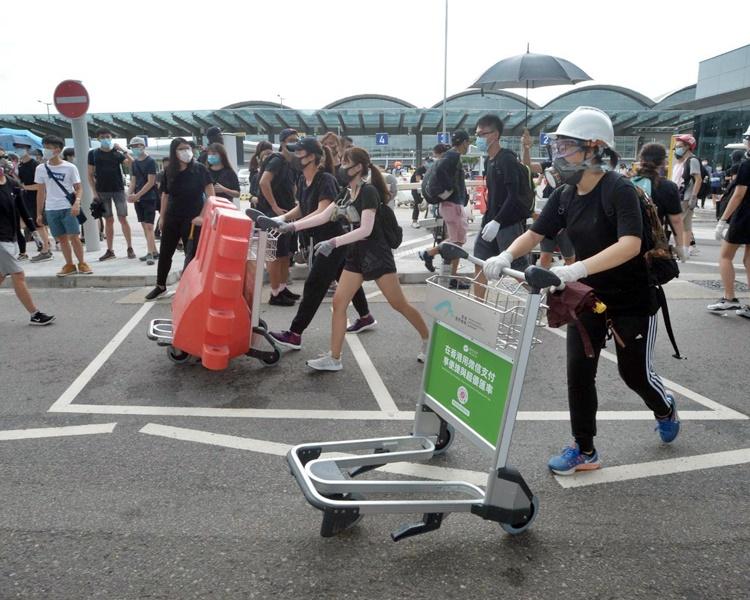 有人號召於9月7日堵塞往來香港機場的交通。資料圖片