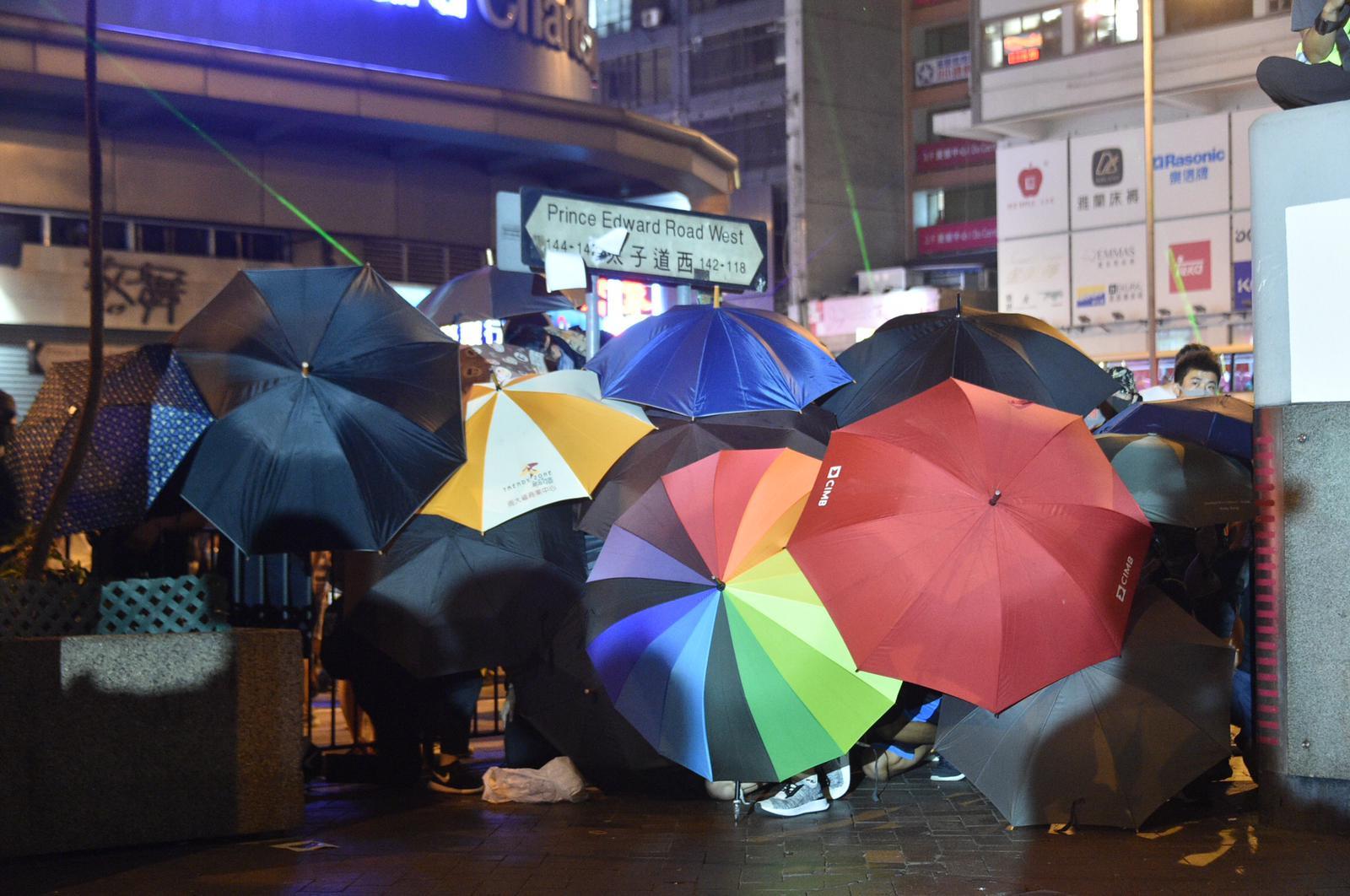 示威者走出彌敦道及太子道西