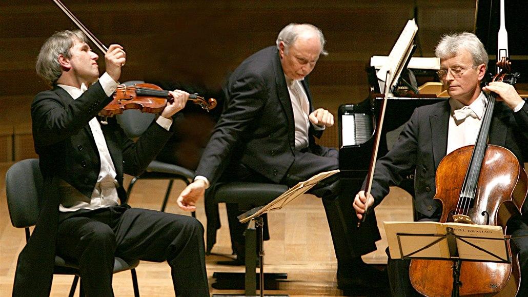 瓜奈里三重奏鋼琴手克蘭斯基(中)證實,樂團的中國之行被突然取消。網圖