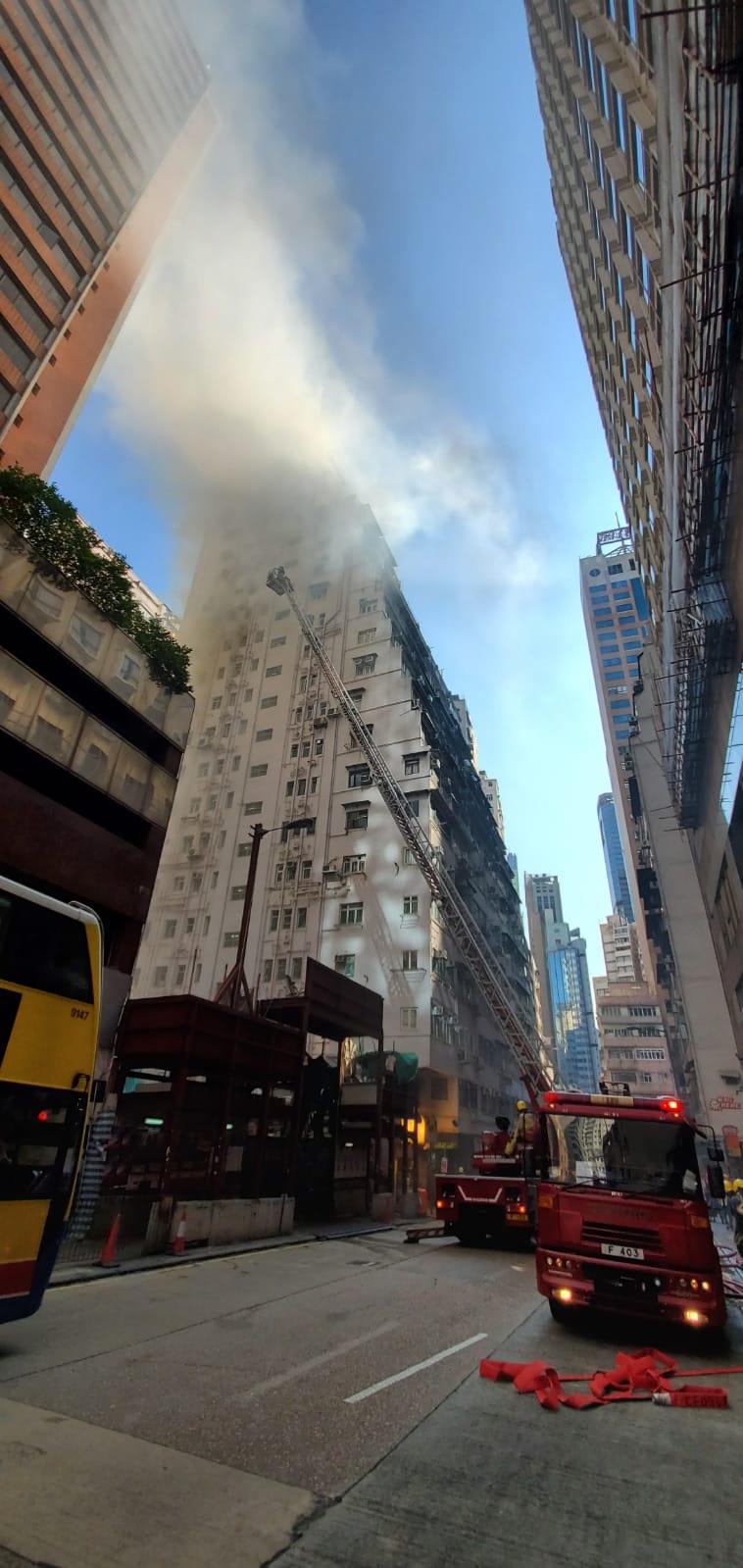 消防在場灌救。