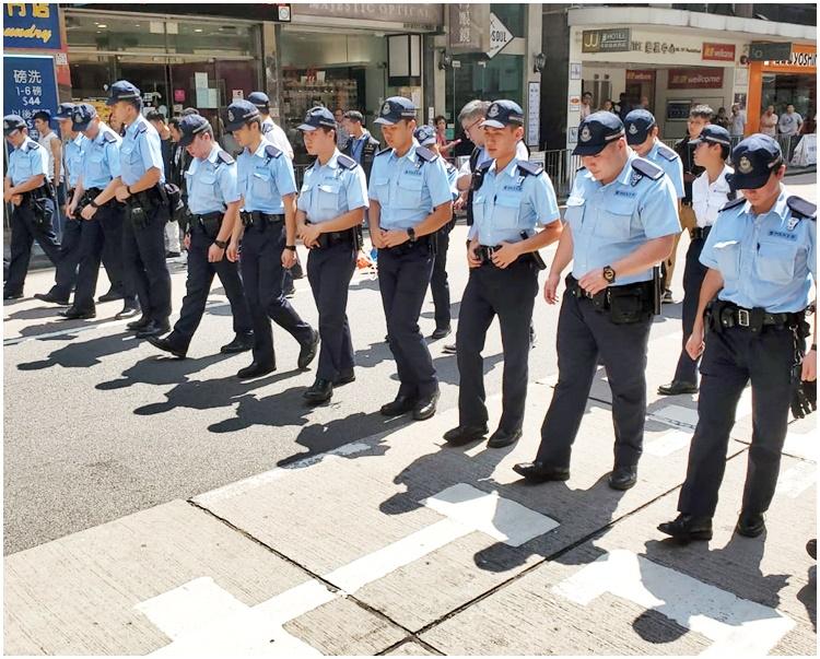警方搜至灣仔道。