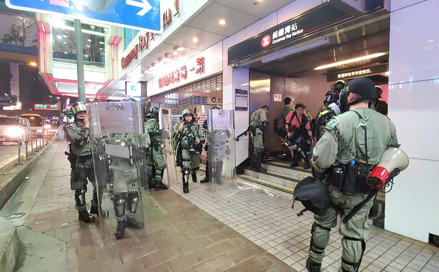 警方昨晚在銅鑼灣驅散示威者。資料圖片
