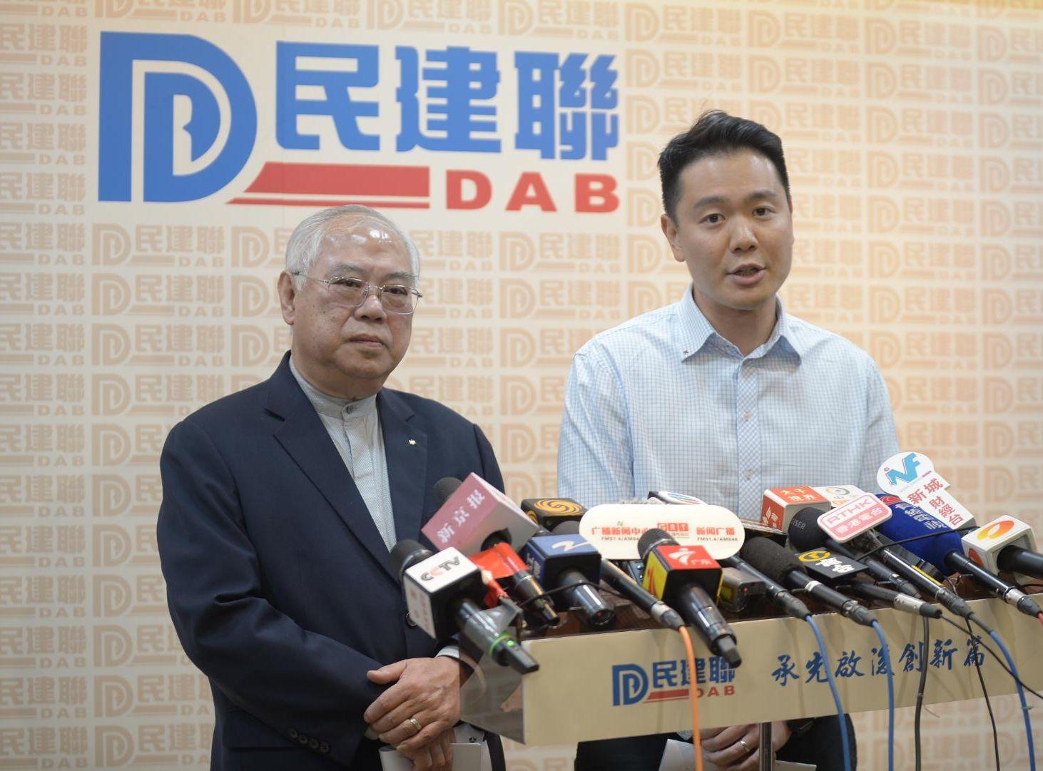 周浩鼎(右)形容,陳茂波對建議態度正面。