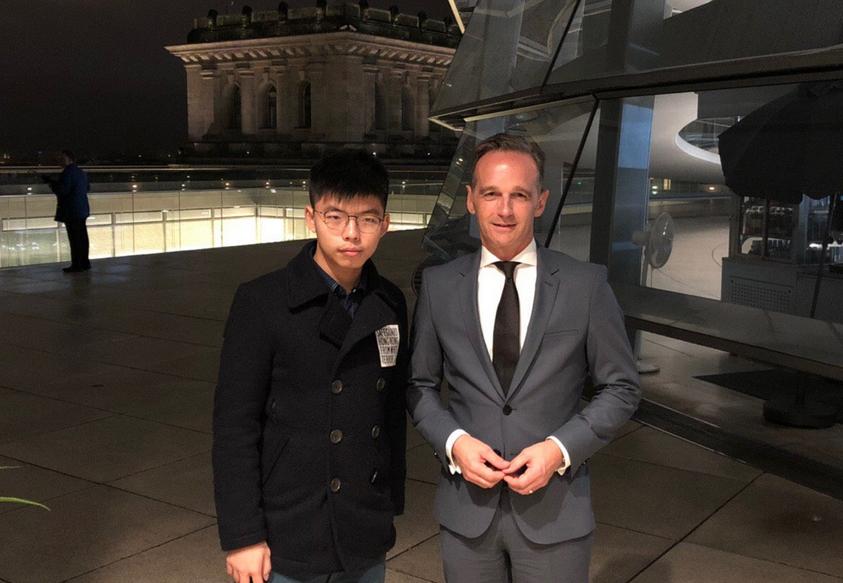 德國外長馬斯與香港眾志秘書長黃之鋒見面。  黃之鋒Twitter圖