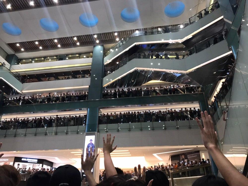 沙田新城市廣場有過千人。網上圖片