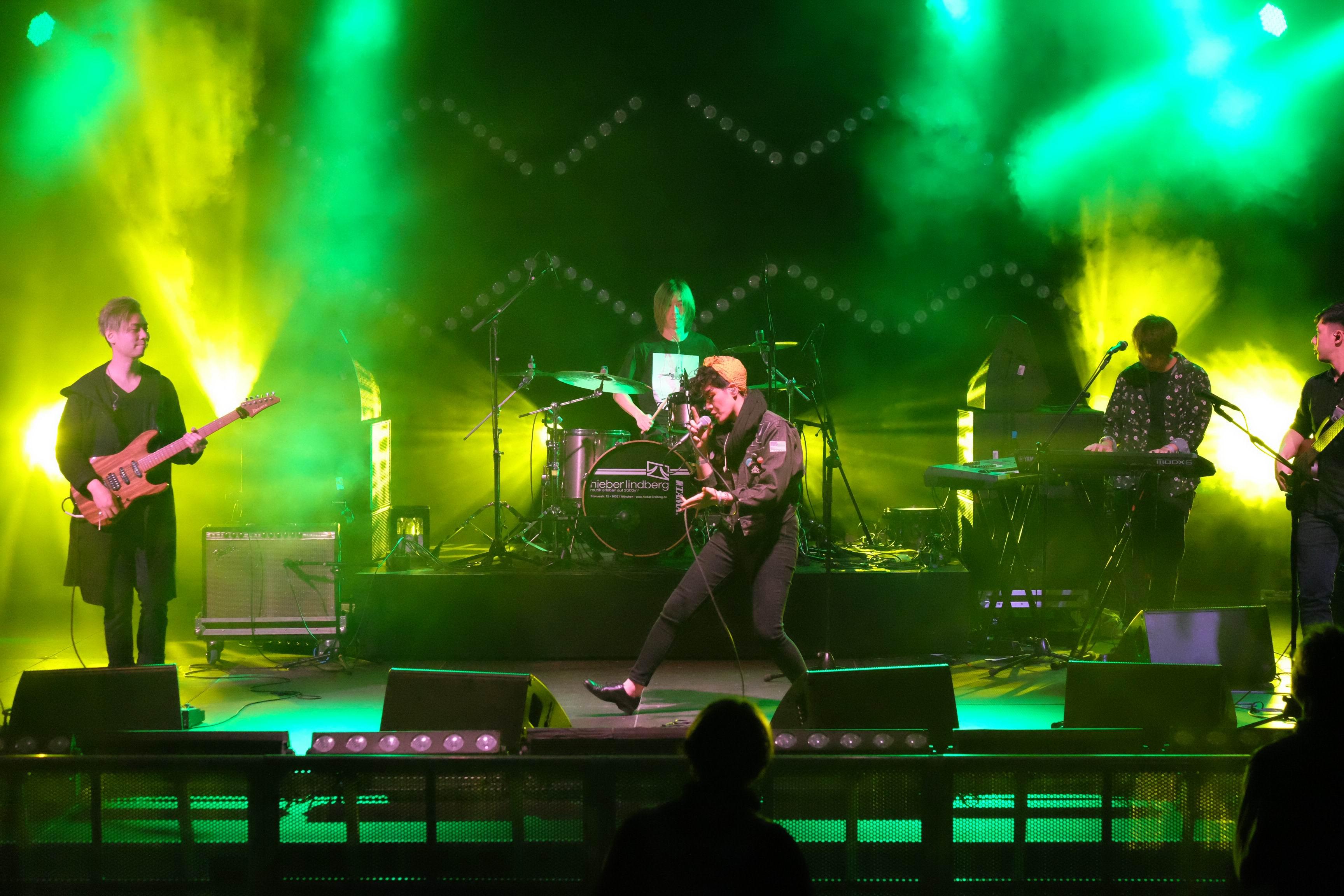 RubberBand與當地音樂節作交流及演出。