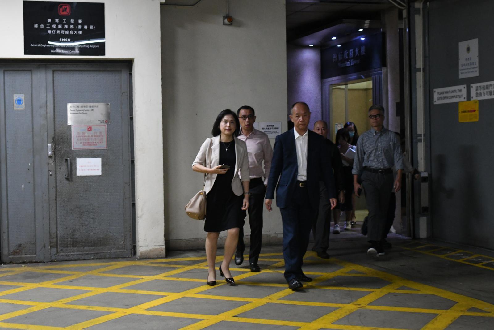 馮永業妻子馮程淑儀離開法庭時沒有回應記者提問。
