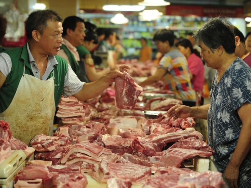 國務院常務會議提到,要落實豬肉保供應、穩價格的措施。(新華社)