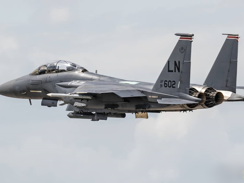 英格蘭上空數月前險些發生跳傘者與美軍戰機相撞的罕見事故。示意圖/網圖