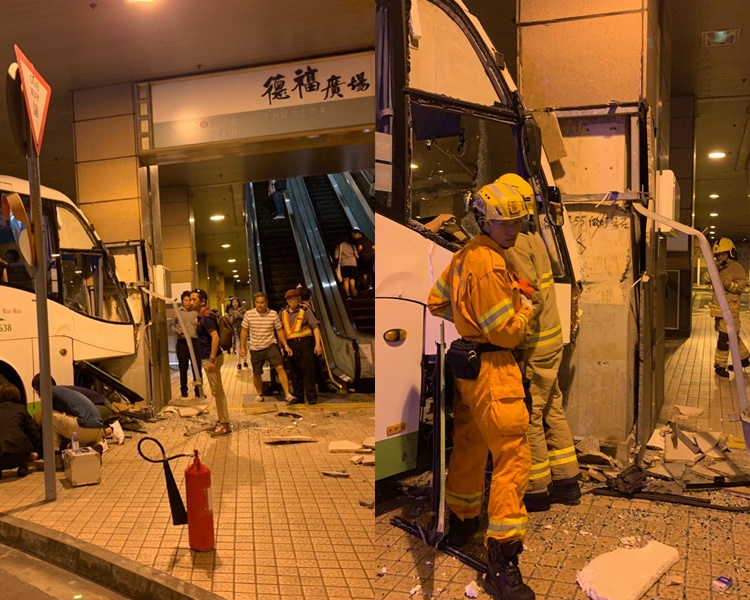 接駁巴車頭撞毀。讀者提供