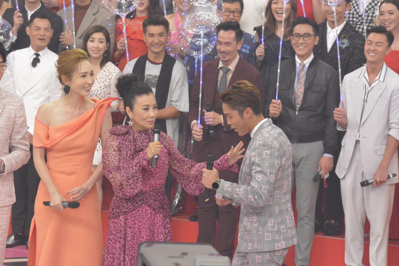 阿姐為《香港唱好演唱會》節目錄影。