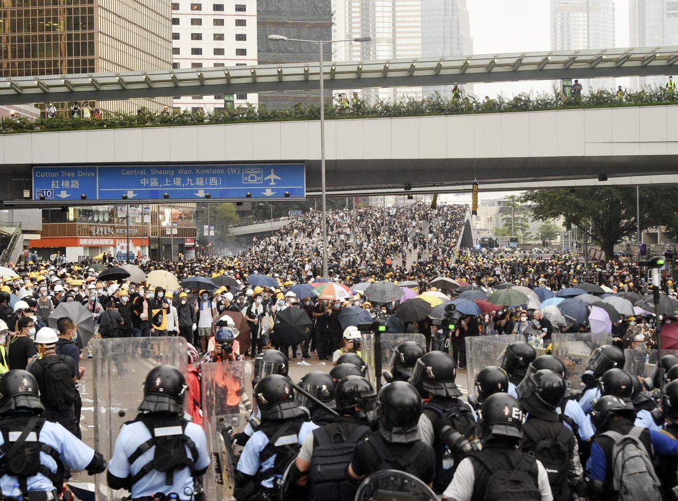 民陣於6月12日舉行反修例遊行,其後引發警民衝突。資料圖片