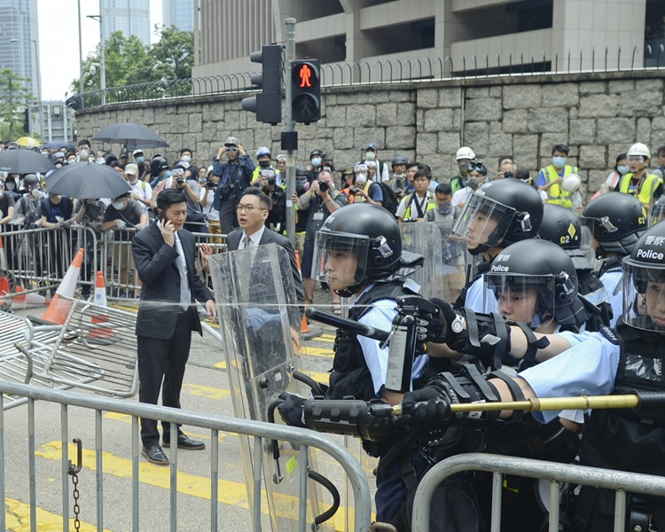 6月12日金鐘爆發警民衝突。