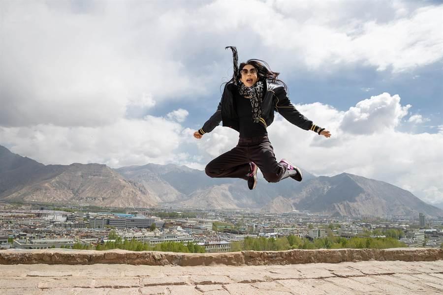 莫文蔚挑戰在西藏拉薩開演唱會。網上圖片